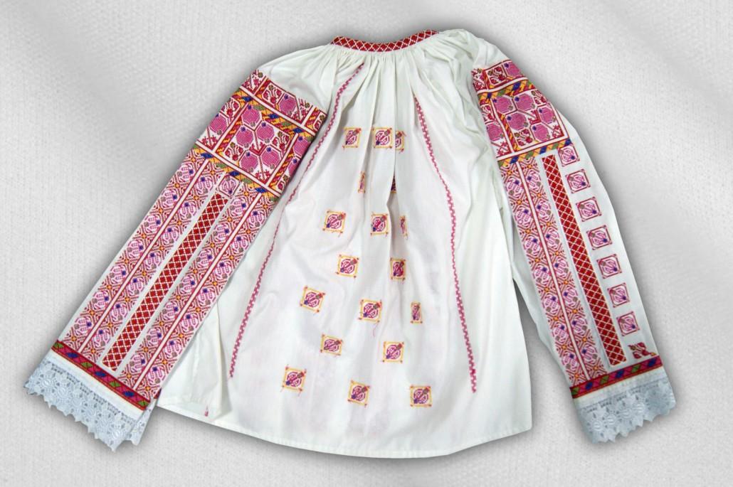 Costume-populare-femei-0121-1030x685.jpg
